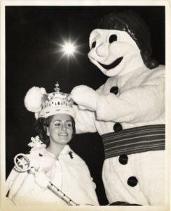 Bonhomme carnaval couronnant la reine - 1967